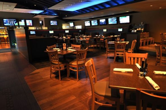 $100 at Damon's Tavern - Hartford Magazine's Best Sports Bar